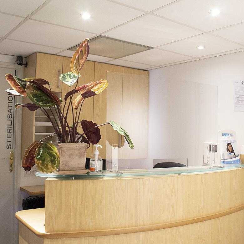 Accueil du cabinet dentaire Aix-en-Provence Docteur Philippe Coquet et Marine Cerutti