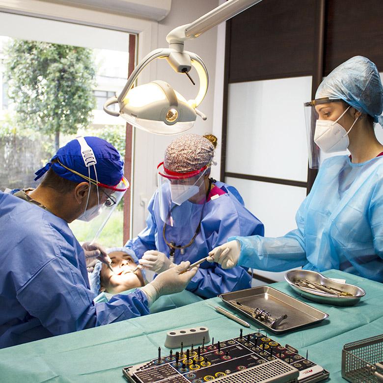 chirurgie dentaire à Aix-en-Provence, dentiste Dr Coquet et Dr Cerutti